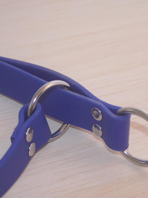 Schlupfhalsband in blau, Nahaufnahme des Zugstopp